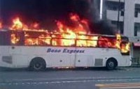 池袋で大型観光バス炎上